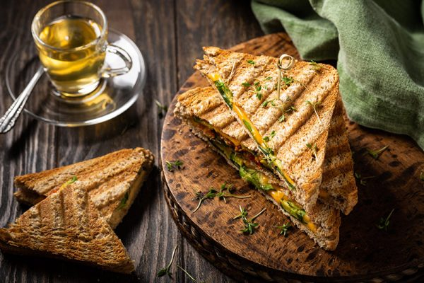 healthy-avocado-toasts-for-lunch-B6YWHEP